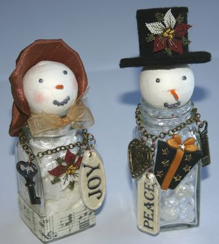 SALT & PEPPER POT SNOW PEOPLE - FRONT